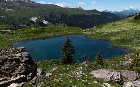 Le lac des fées au-dessus de Saint-Guérin